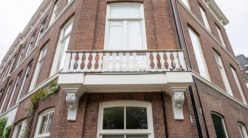 01 Batjanstraat 32 toestand balkonhek voor renovatie