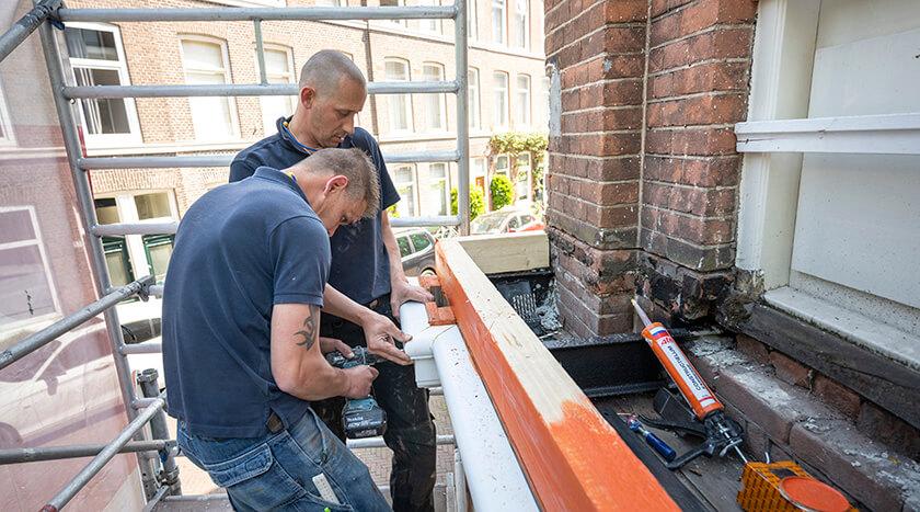 08 Batjanstraat 32 renovatie van lijstwerk balkon ombouw