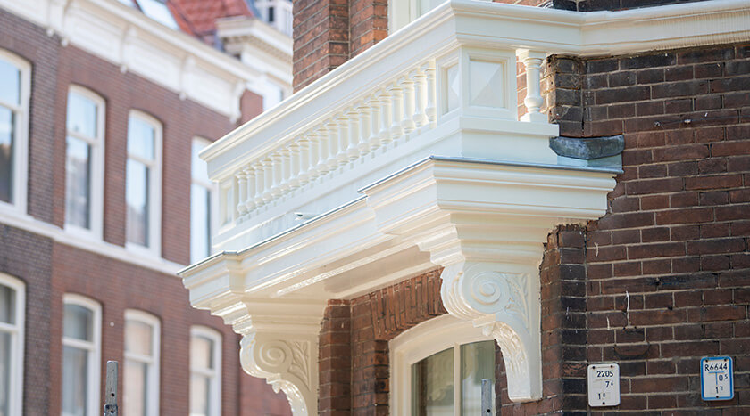 16 Batjanstraat 32 eindresultaat van renovatie balkonhek