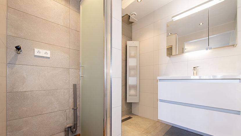 luxe nieuwe badkamer zeekant scheveningen