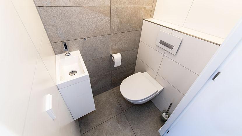 nieuw toiletgroep in appartement zeekant scheveningen