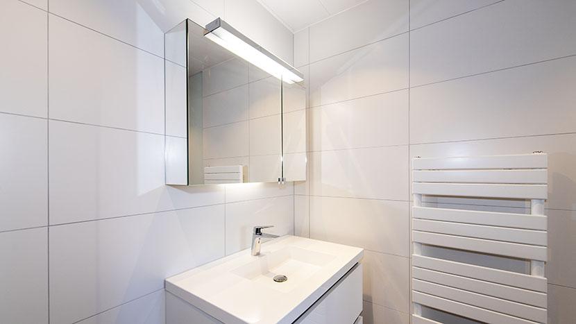 renovatie van badkamer in appartement zeekant scheveningen