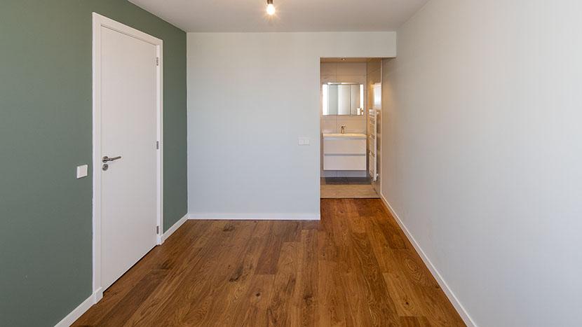 renovatie van slaapkamer in appartement scheveningen