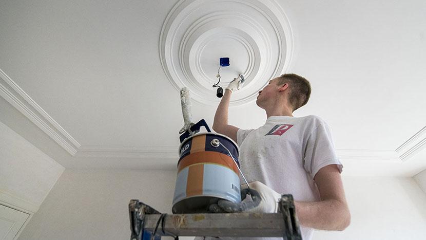 binnenschilderwerk aan plafond merkusstraat